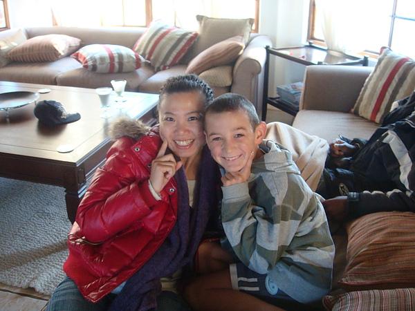 在出門前,一直跟小兒子Luke玩自拍
