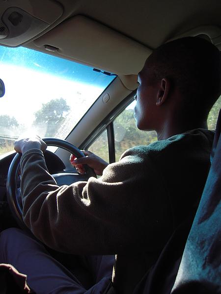 仍然由Bonga駕駛小P