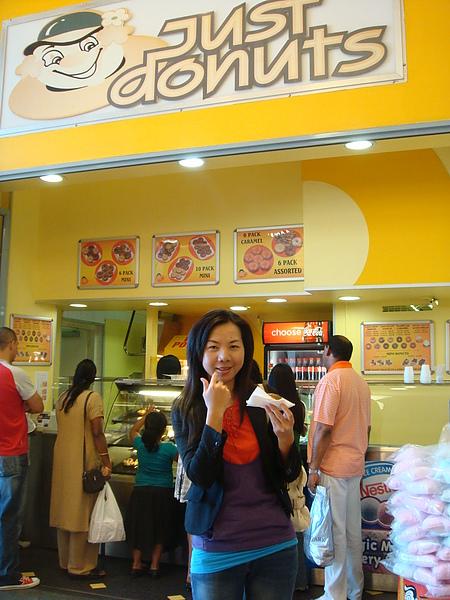 Cindy買了甜甜圈來吃…