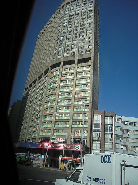 有這麼扁的建築物嗎?