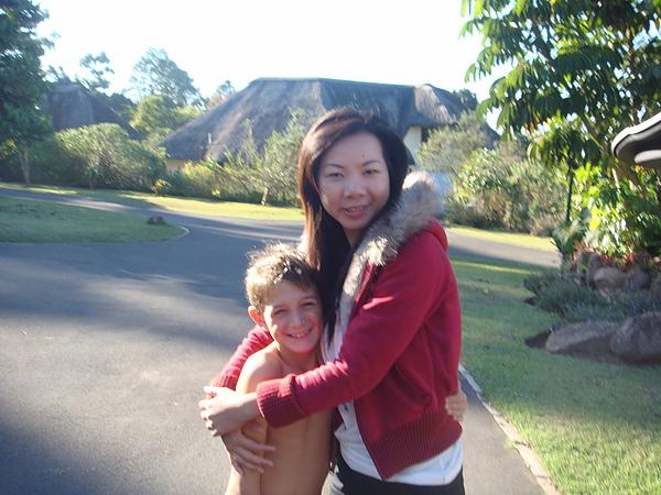 最小隻的Luke。第一次見面就來個大大+緊緊的擁抱。