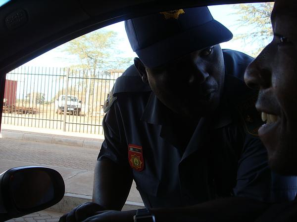 南非關卡的警察