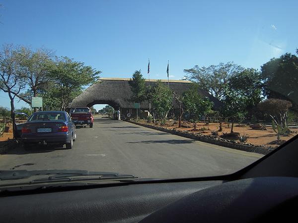 已到了進入KNP的GATE。