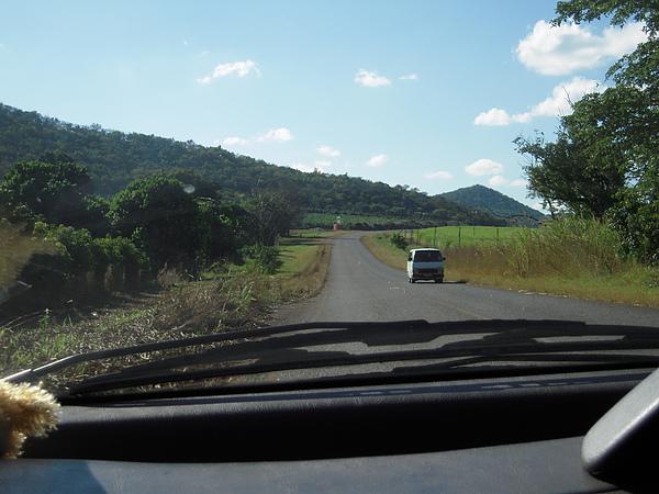去KNP的路跟Durban的路風景很不同。
