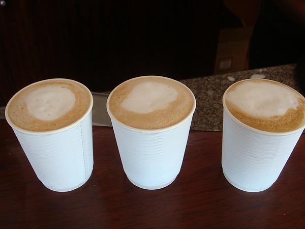 一早起來都還沒喝咖啡