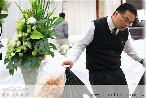 一場告別式的準備實況(7)