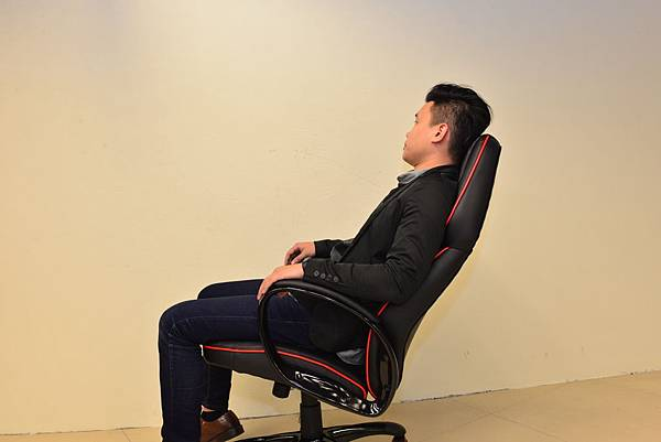居家市集Living-Hub~CORSANO-特爾尼頂級坐駕電腦椅 (8).JPG