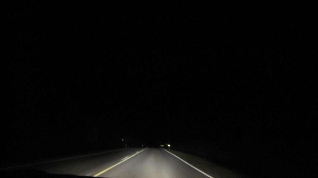 寧靜漆黑的芬蘭公路