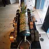 戰艦上雕塑精美的大砲