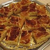 親戚家自種蘋果樹所做成的新鮮蘋果肉桂蛋糕