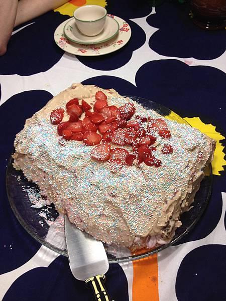 小姑做的生日蛋糕,好好吃~
