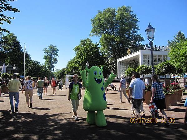 在公園裡的赫爾辛基旅遊吉祥物