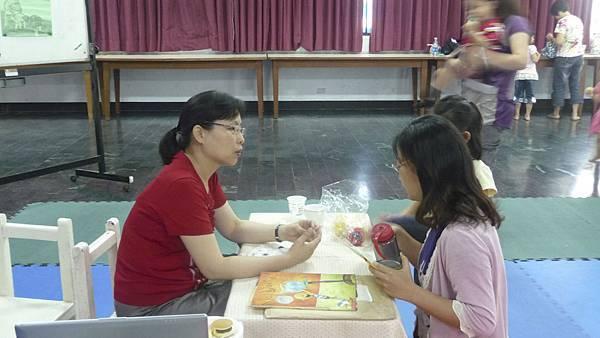 家長課後與老師做交流分享