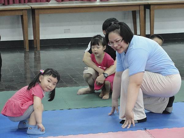 柳丁老說又說:小朋友跟家長的動作要相反