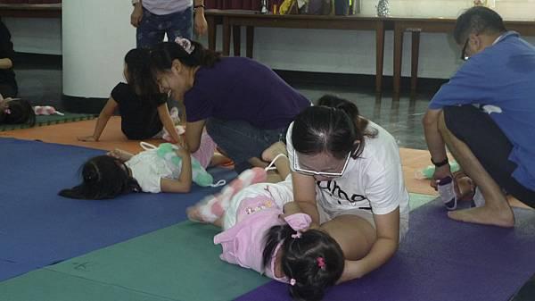經常跟孩子作肢體接觸是讓感情加溫的好方式