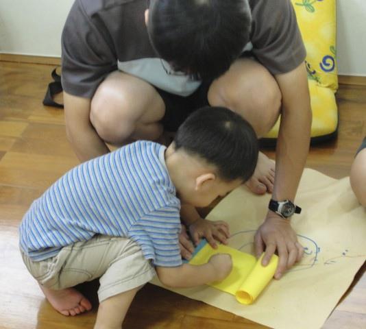 小小朋友即使還不太會畫畫也非常有參與感