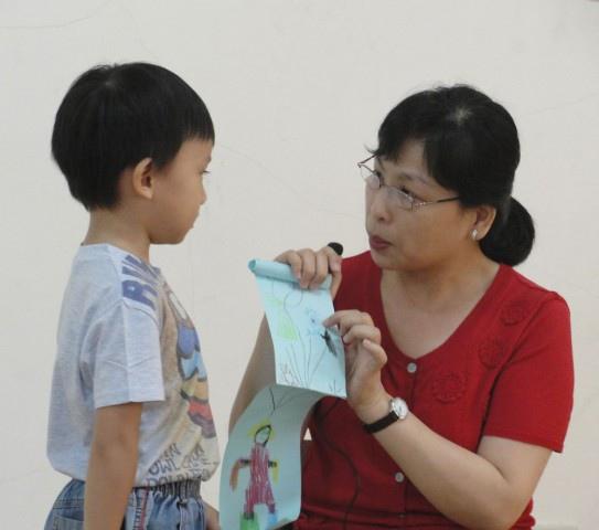 老師問小朋友畫的這隻看起來很厲害的圖案是什麼