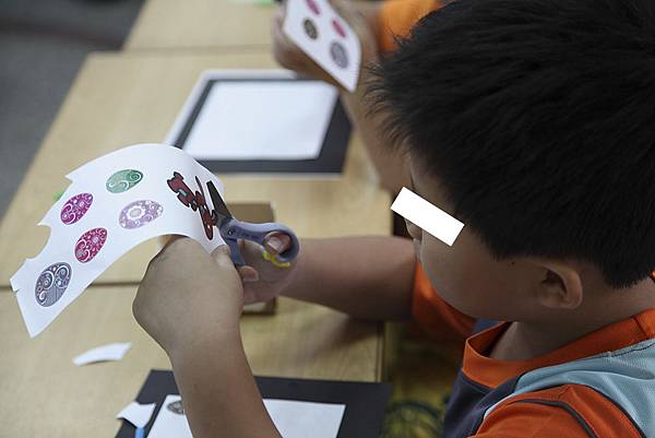 剪剪貼貼會是什麼創作呢