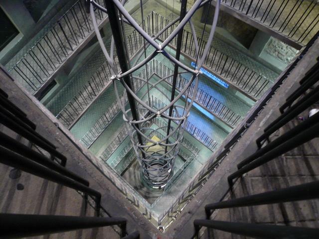 天文鐘電梯.jpg