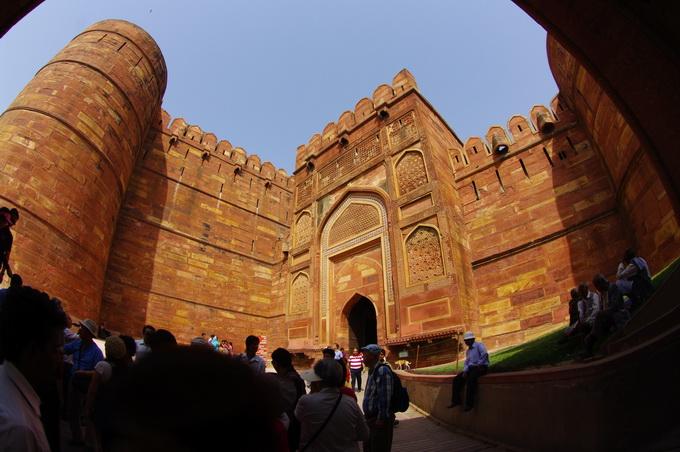 4紅堡入口第二個城門.jpg