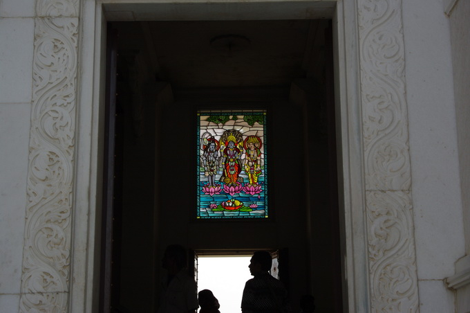 51廟裡的彩繪玻璃.jpg