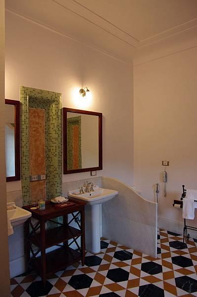 14小勵房間的浴室.jpg