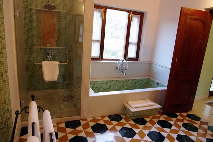 15小勵房間的浴室.jpg