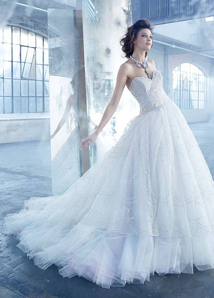 lazaro-bridal-tulle-ball-gown-hand-embroidered-overlay-sweetheart-sheer-dropped-full-gathered-sweep-train-3320_x2