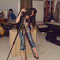 Lily幫我拍照的樣子~有專業齁!?噗哧
