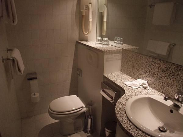 V簡單小巧的廁所