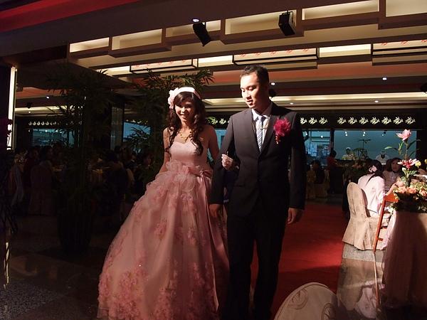 美美的新娘出來囉