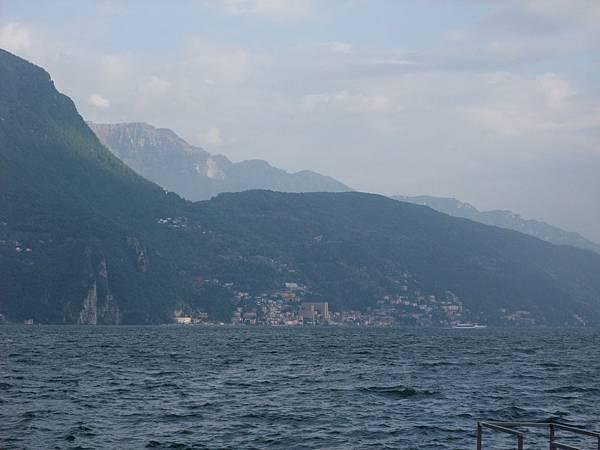 V山是瑞士的,城市是義大利的