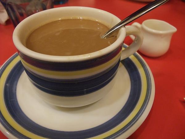 練習喝咖啡中...