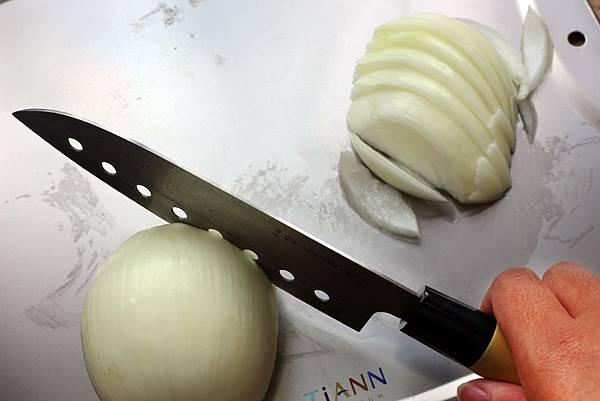 TiANN鈦安純鈦餐具專利純鈦萬用砧板-防漏專利設計.jpg