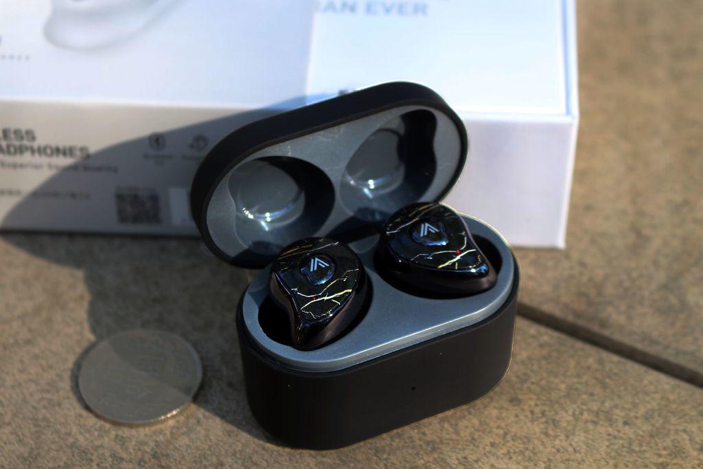 OMIX Y6 真無線半入耳式運動藍牙耳機-充電盒.jpg