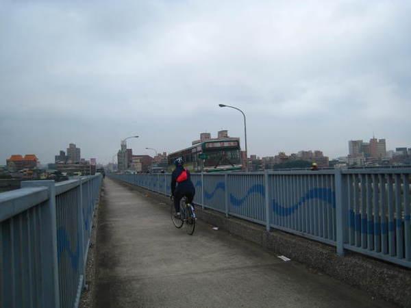 7.新海橋上、快慢車道分開
