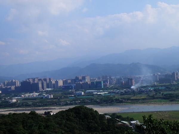 04-40鶯歌石上眺望大漢溪