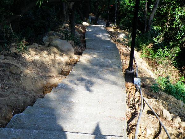 05-01瓊仔湖步道作扶手.JPG