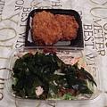 110902-22-雞塊+沙拉.JPG