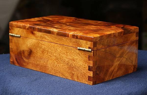 台灣牛樟寶盒(n11).限量珍藏.只有一個.十分珍貴