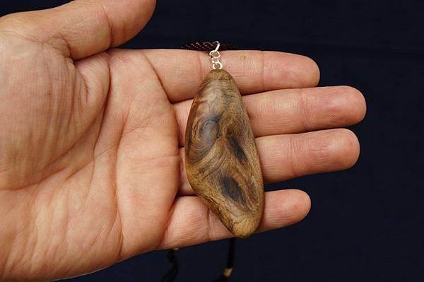 台灣紅檜重油項鍊c022 台灣檜木項鍊, 檜木閃花獨特漂亮