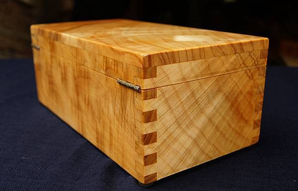 台灣檜木紅檜閃花寶盒(H)珠寶盒/檜木閃花料,取料極為不易 ,6面閃花,閃亮耀眼