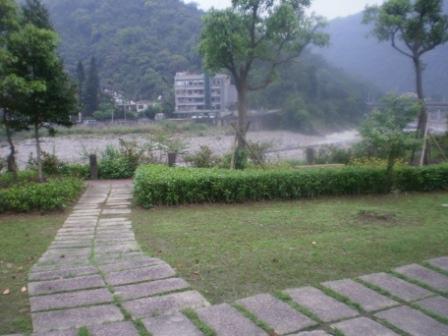 27-昔日土倉事務所背坡面溪正是這般景緻.JPG