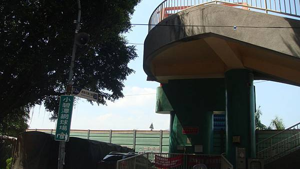 中央1街往河濱親情公園陸橋