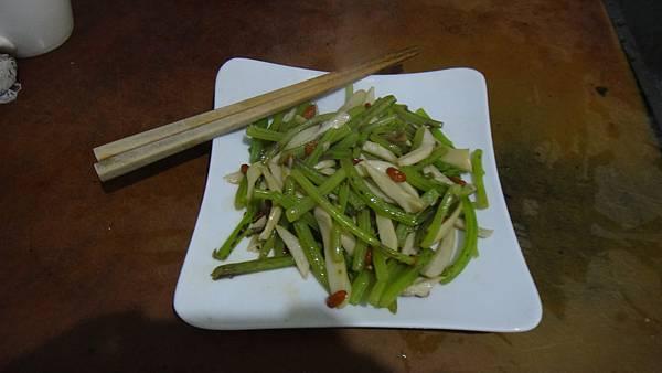 枸杞子茼蒿莖杏鮑菇清炒