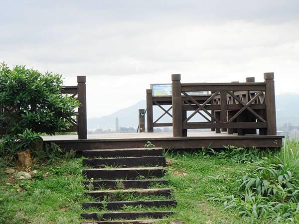 和美山觀景台可遠眺七星山、觀音山