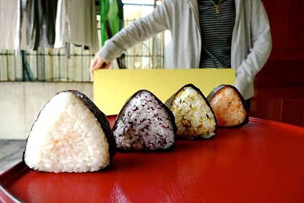 青木做的日式飯團(很好吃)