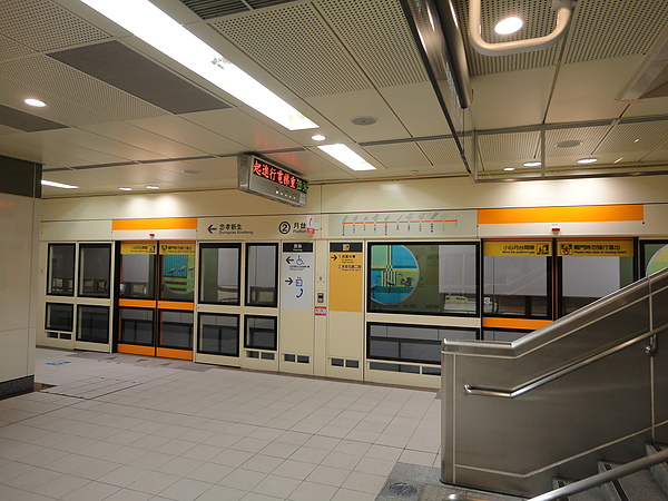 徐匯中學站的月台層