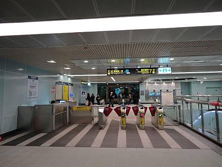 南港展覽館站《我們的私房公共藝術》─數位虛擬的當代面貌與驗票閘門.JPG
