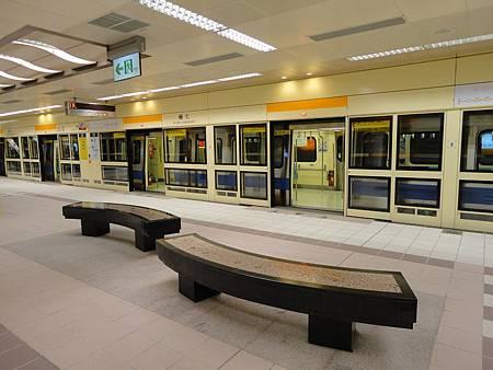 輔大站的座椅